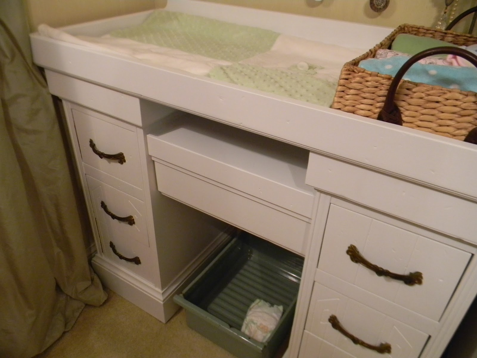 Image of: corner changing table for baby design