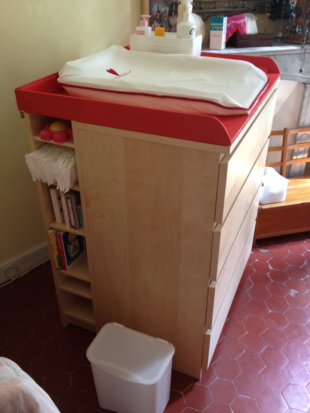 Image of: corner changing table for girls