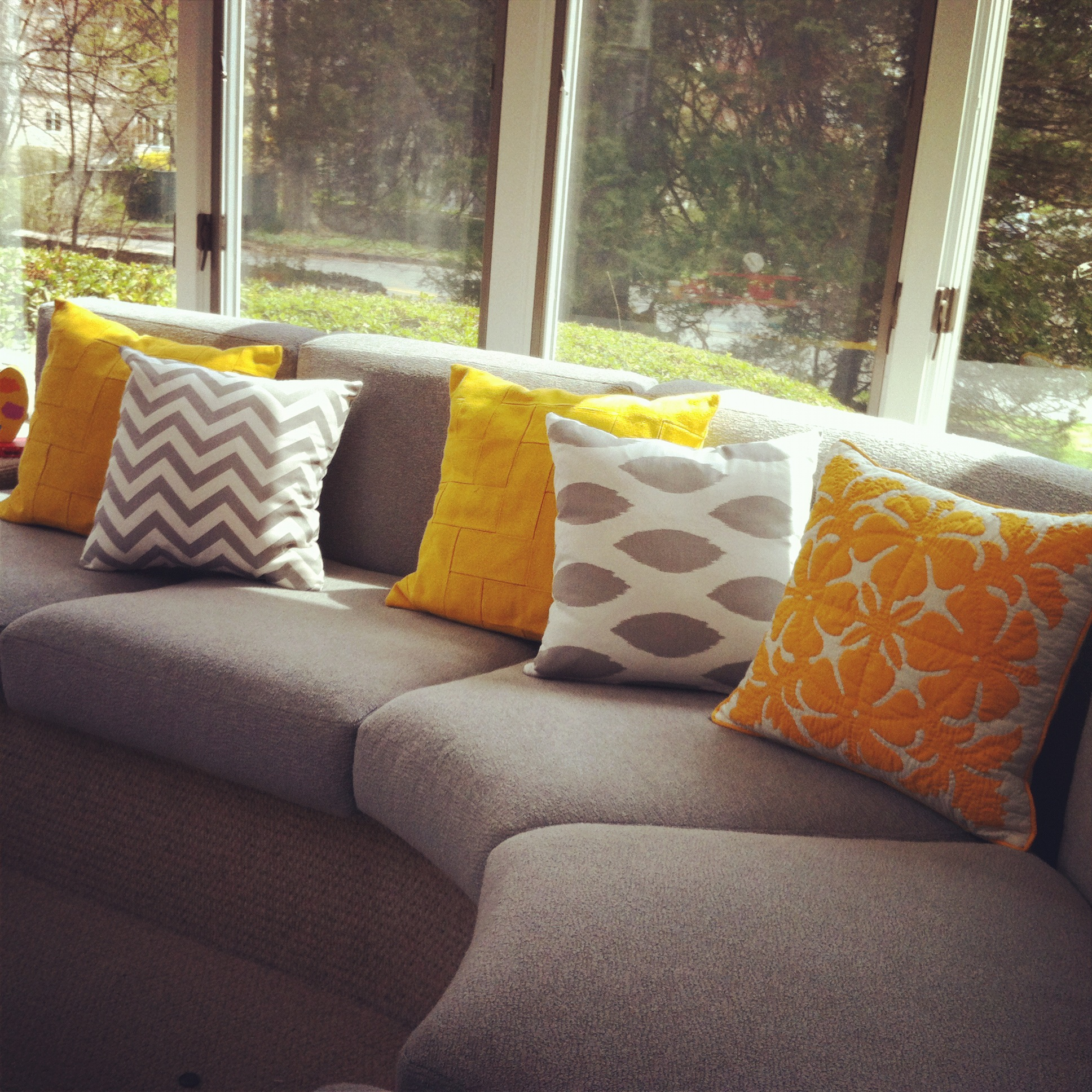 Picture of: decorative pillows for couch ideas