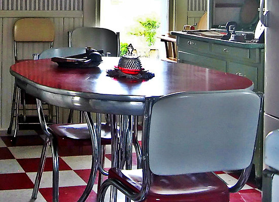 Image of: unique Retro Kitchen Table