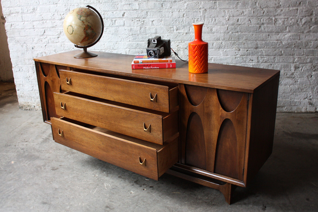 Picture of: 1980's Broyhill Furniture