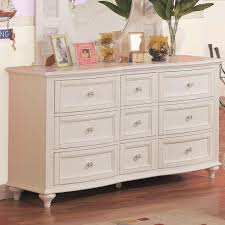 Picture of: Antique White 6 Drawer Dresser
