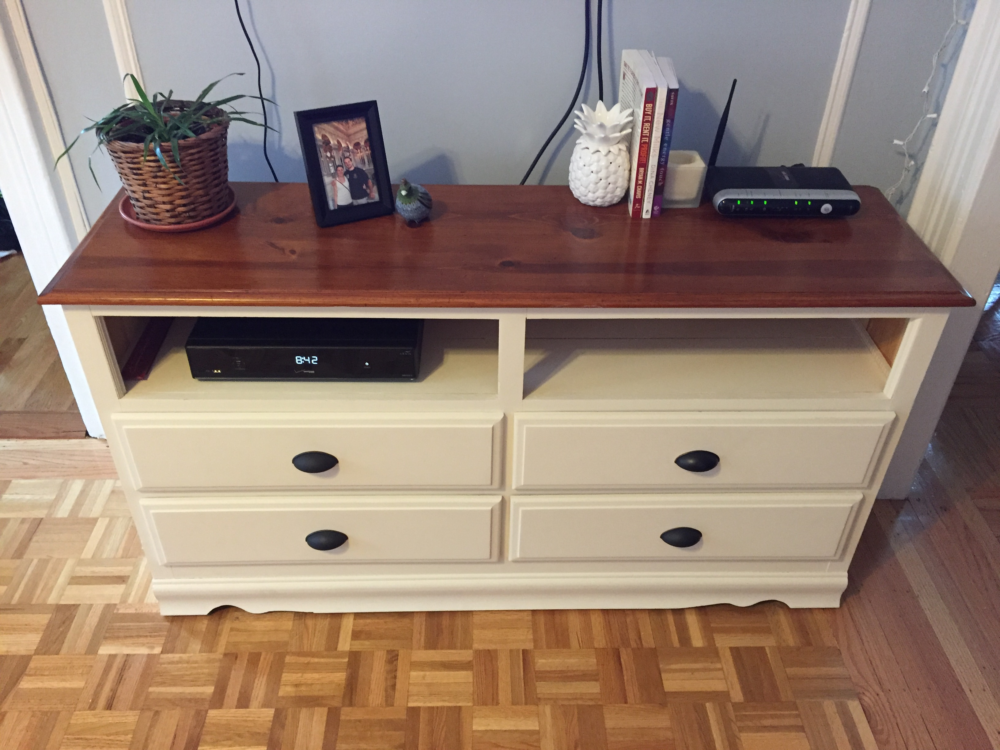 Picture of: Bedroom Dresser with TV Mount Design