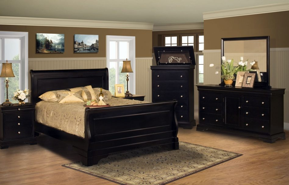 Picture of: Bedroom with Cabinet