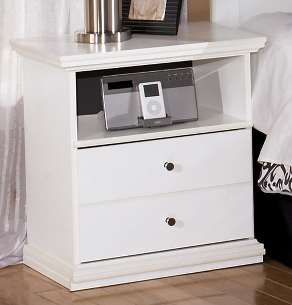 Picture of: Bostwick Shoals Solid White Table