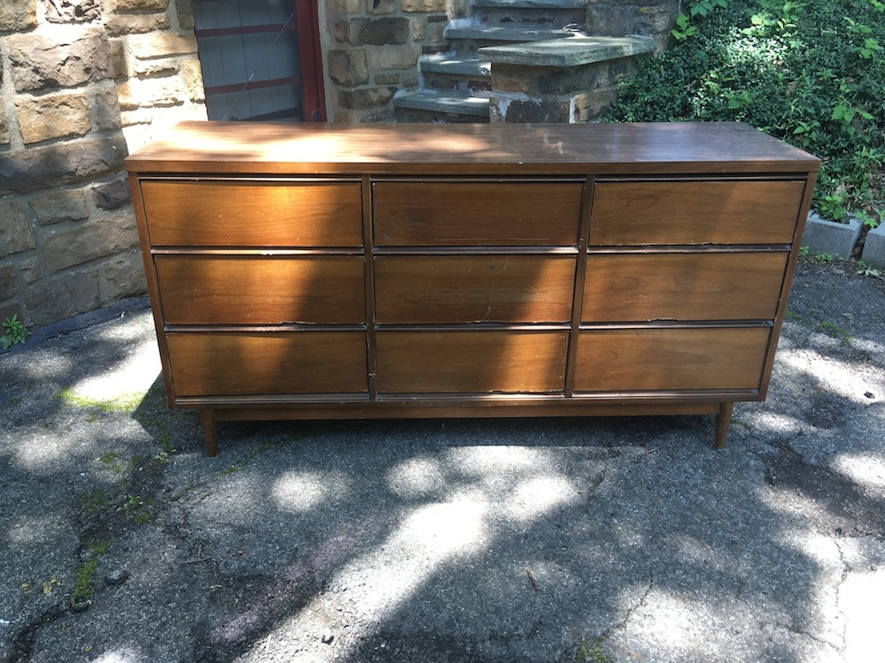 Picture of: Broyhill Dresser With Mirror