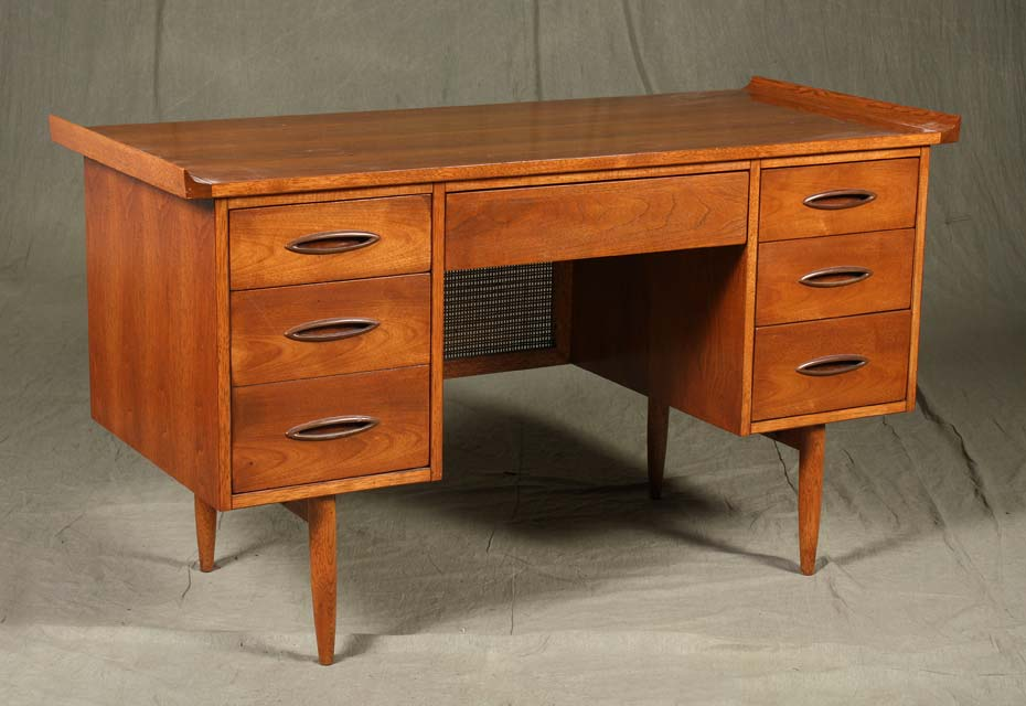 Picture of: Broyhill Fontana Dresser