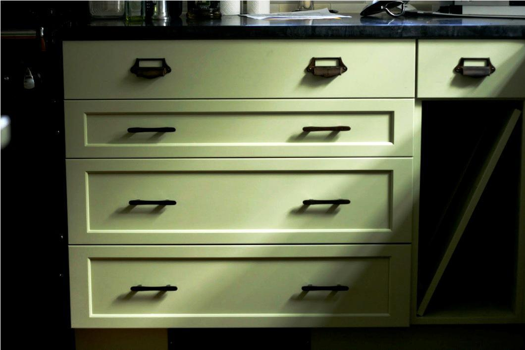 Image of: Cabin Cabinet Hardware Color