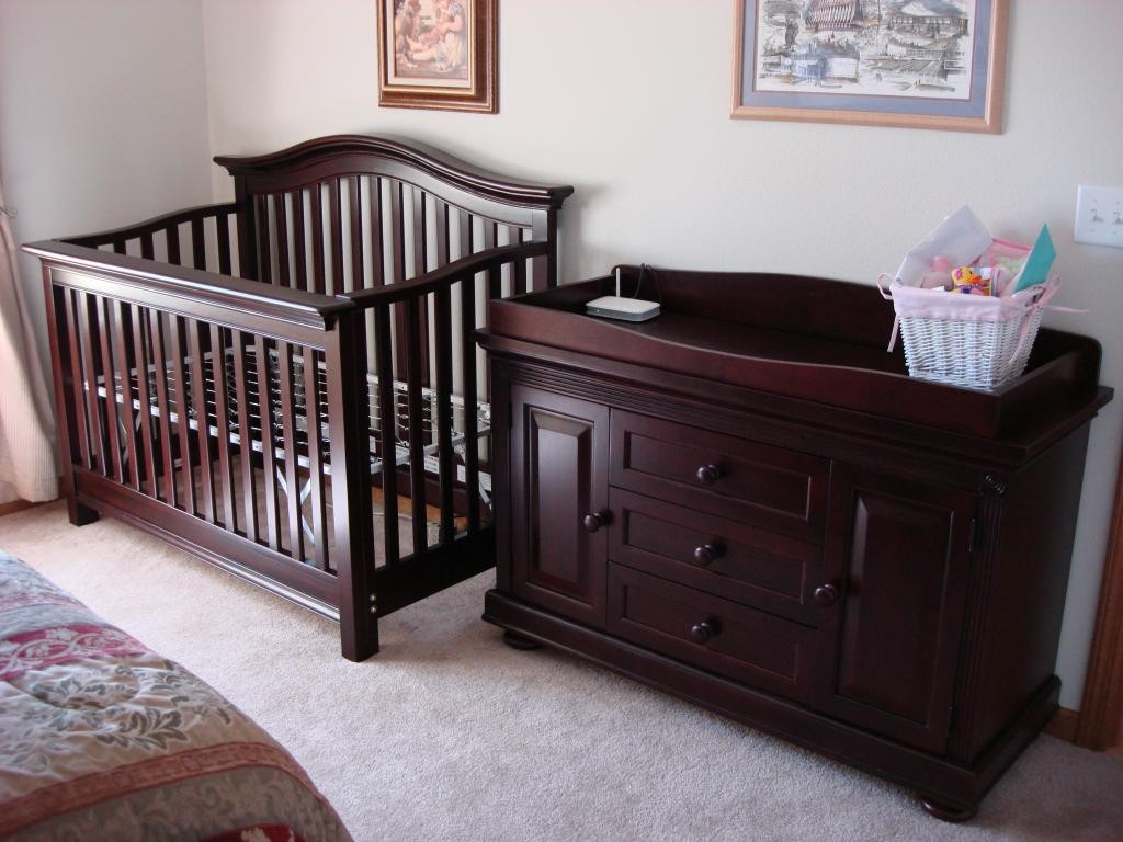 Image of: Delta Grey Changing Table Dresser and Crib