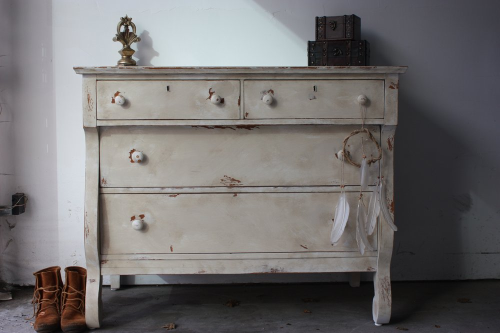 Picture of: Distressed Country Cottage Style Furniture