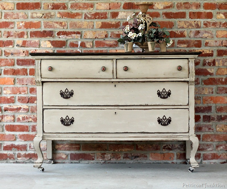Distressing Chalk Paint with Wet Rag