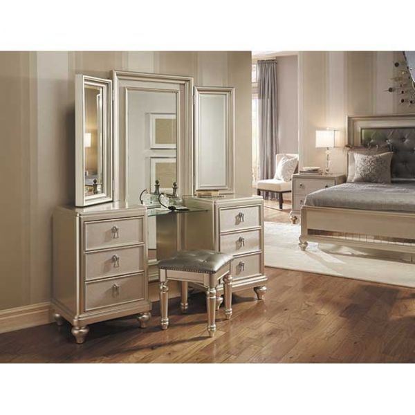Picture of: Dresser and Mirror Set