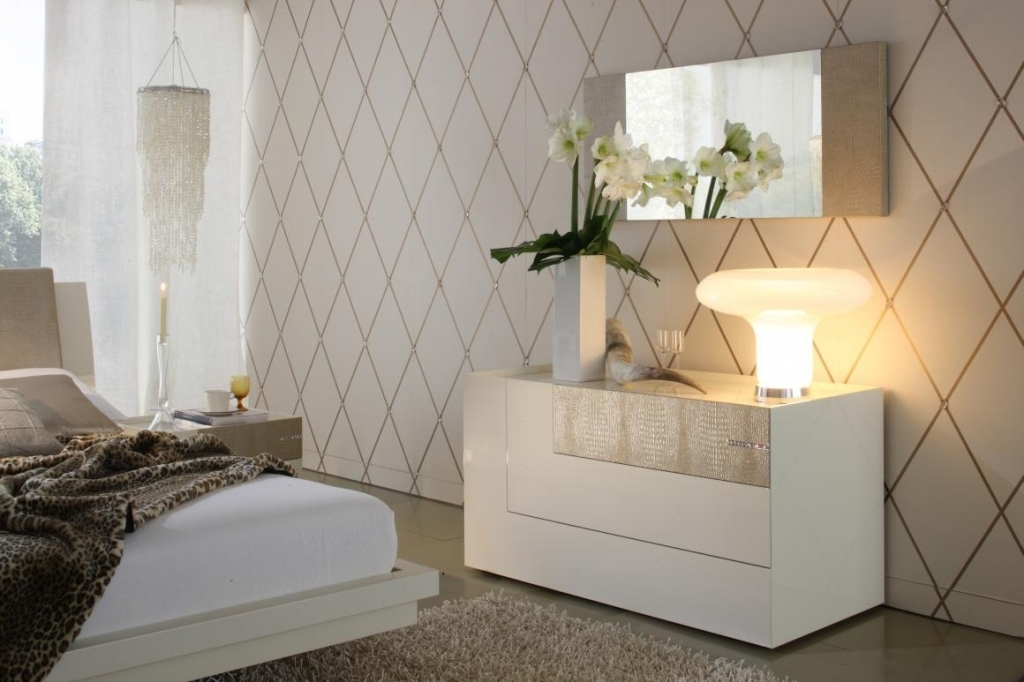 Dresser-with-Mirror-and-Lights