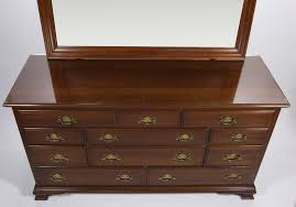 Image of: Ethan Allen Bombe Chest