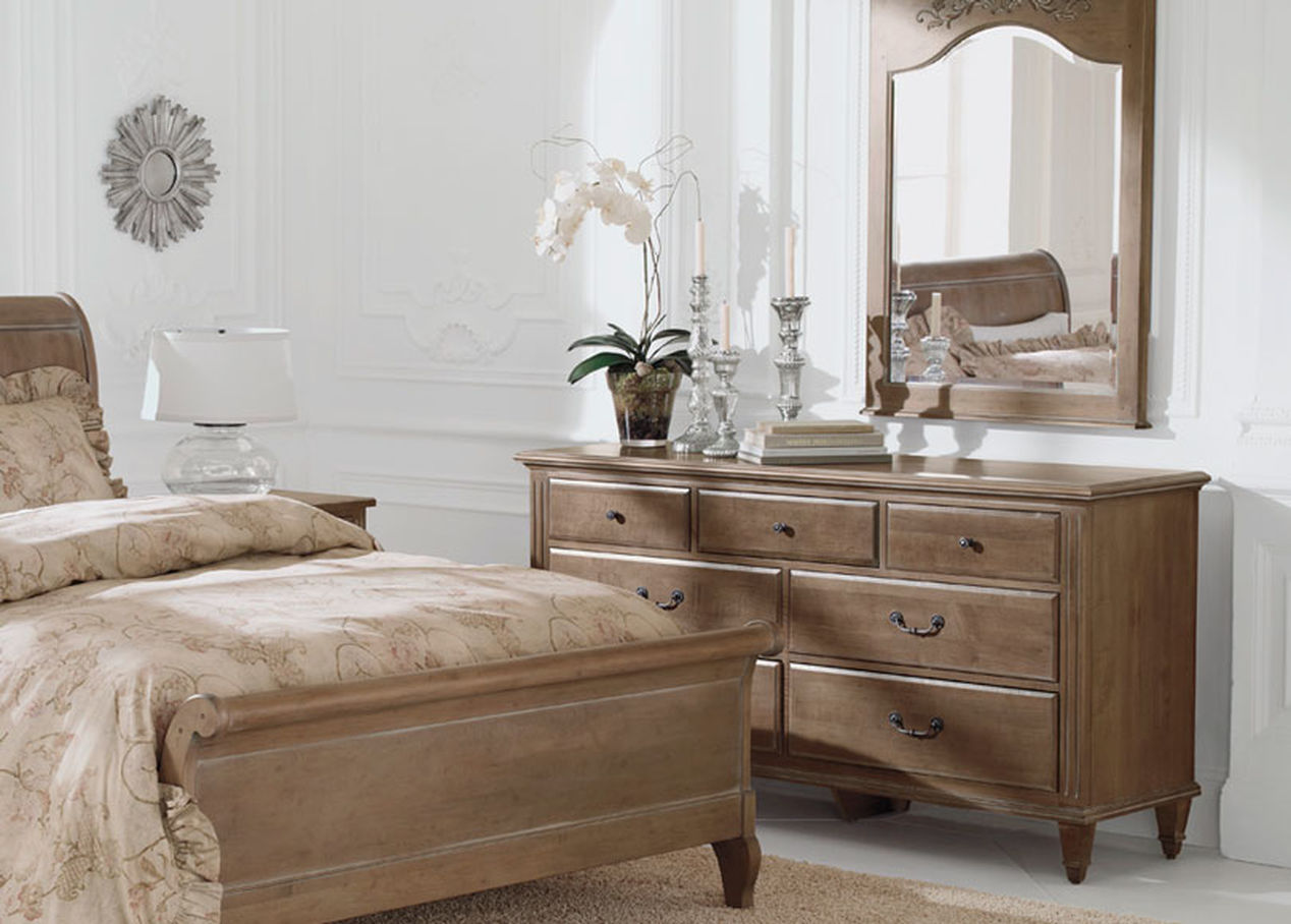 Image of: Ethan Allen Tall Chest