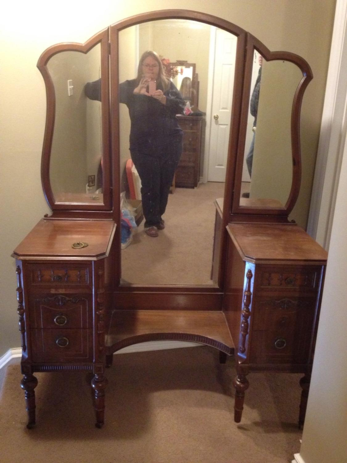 Picture of: Find More Vanity Dresser