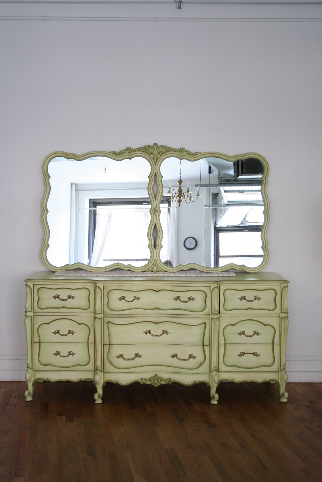 Picture of: French Provincial Bedroom Set