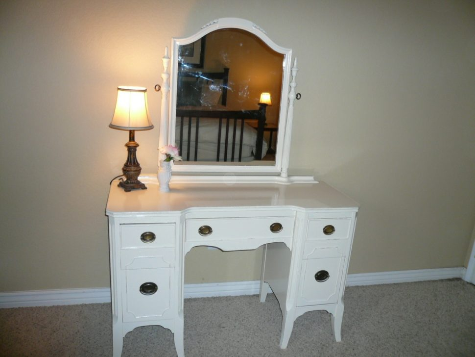 Picture of: French Vanity Dresser