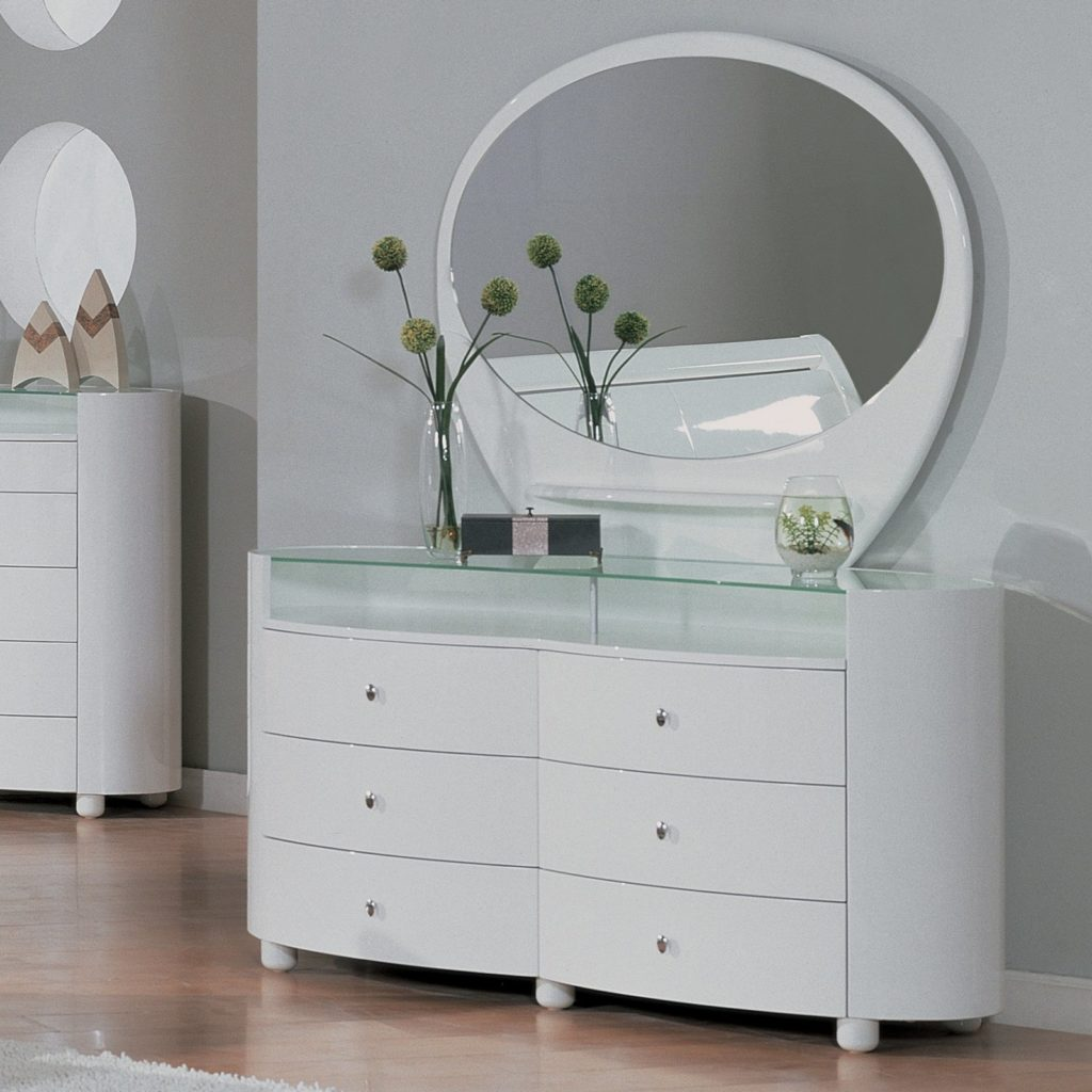 Picture of: Furniture Oval Mirror Dresser