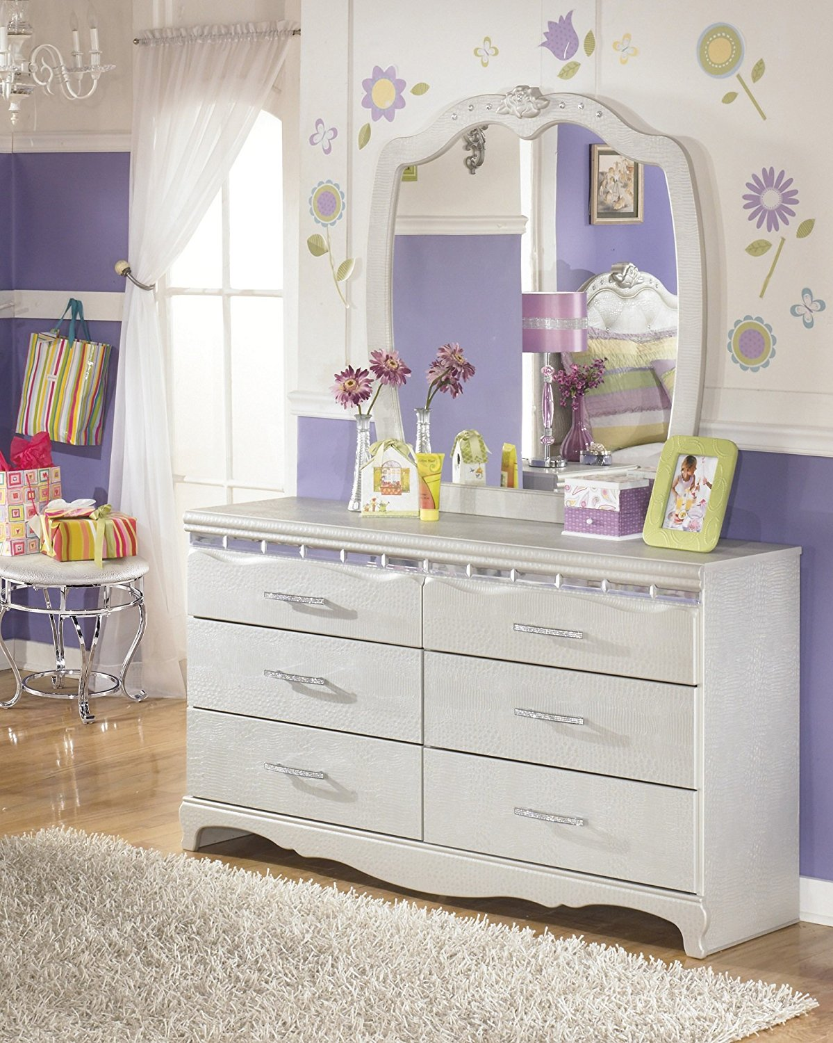 Picture of: Girls Toddler Dresser With Mirror
