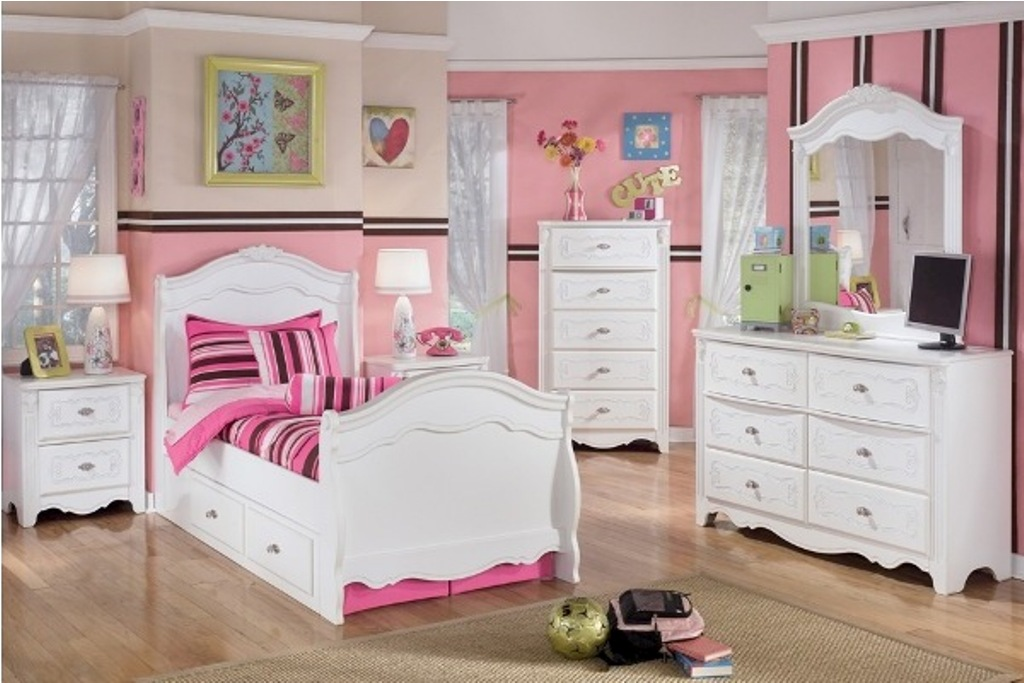 Picture of: Girls White Dresser Sets