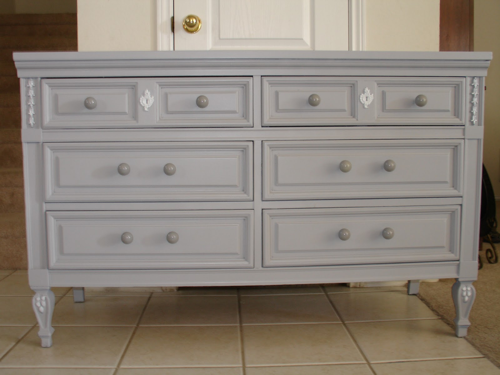 Image of: Grey Bedroom Dressers Cheap