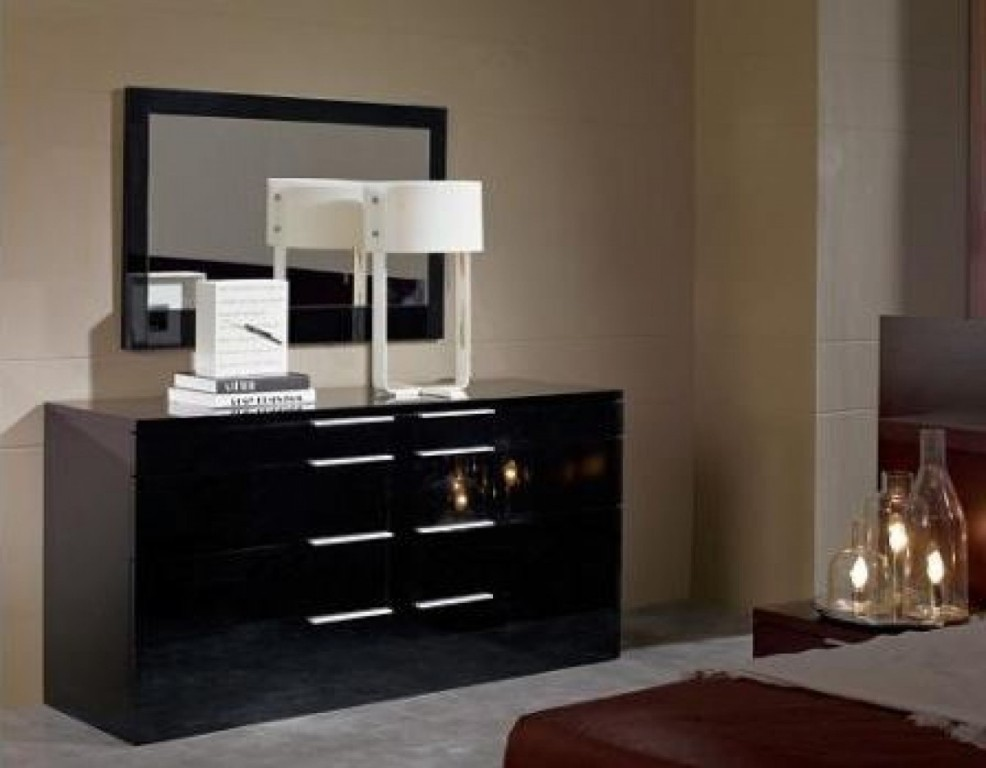 Picture of: High Gloss Lacquer Dresser Style