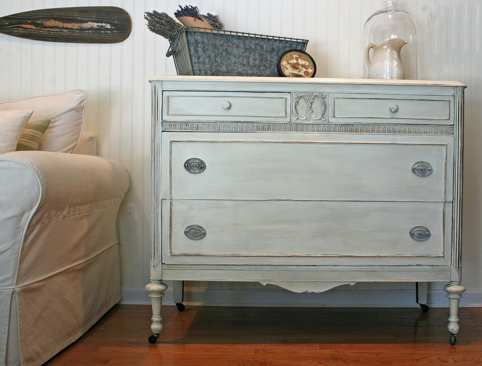 How to Paint a Dresser Shabby Chic