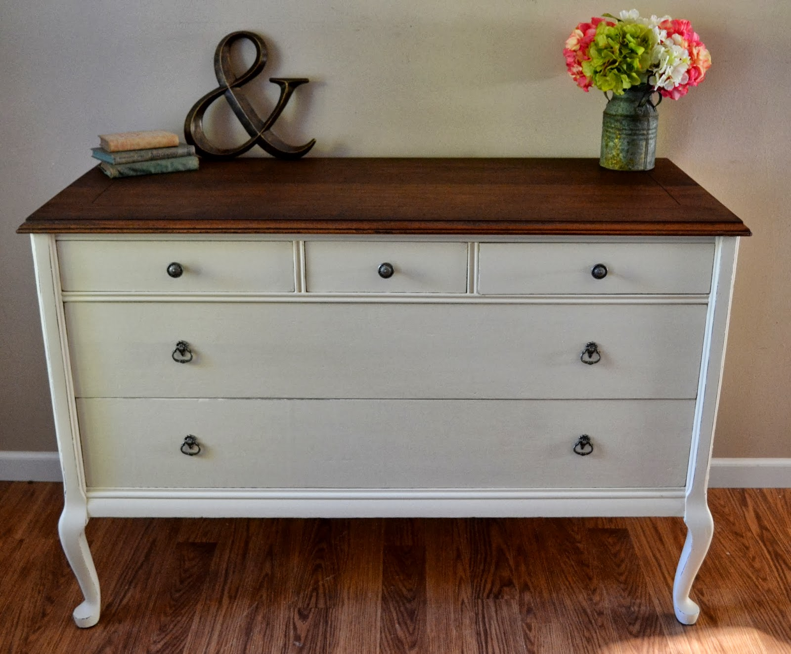 Picture of: How to Paint a Laminate Dresser