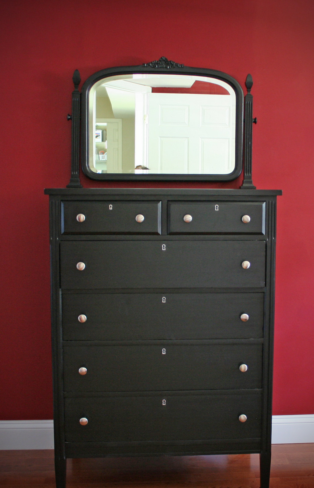 Picture of: Ideas For Painting Old Dressers