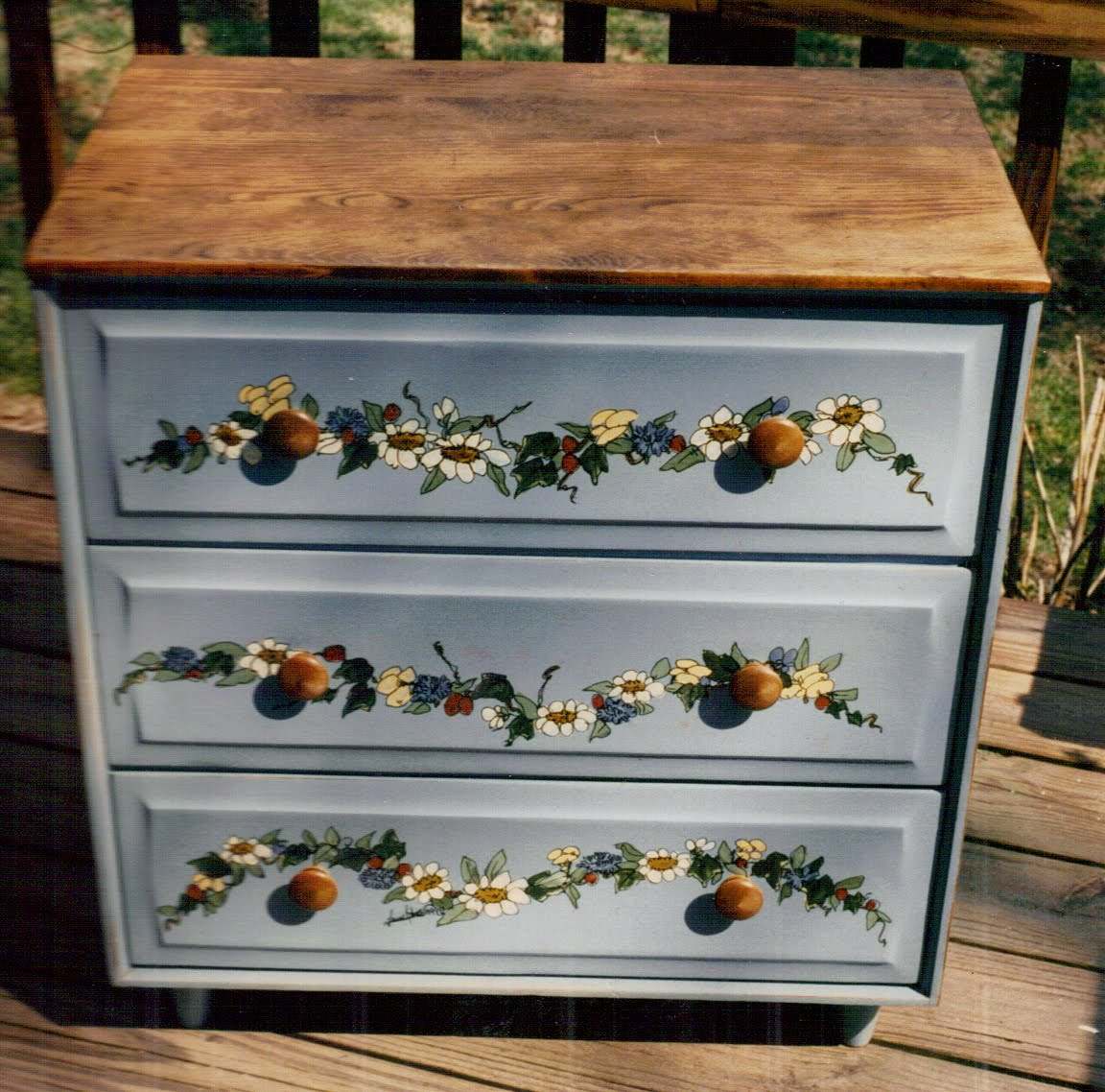 Ideas on Painting an Old Small Dresser