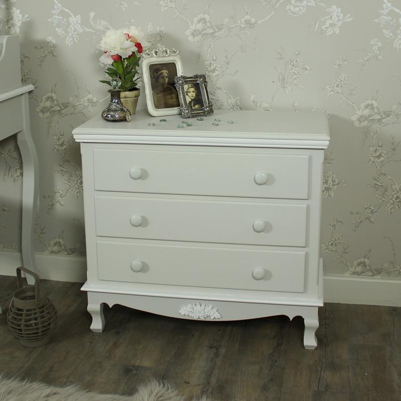 Picture of: Ikea Hemnes Dresser 4 Drawer White