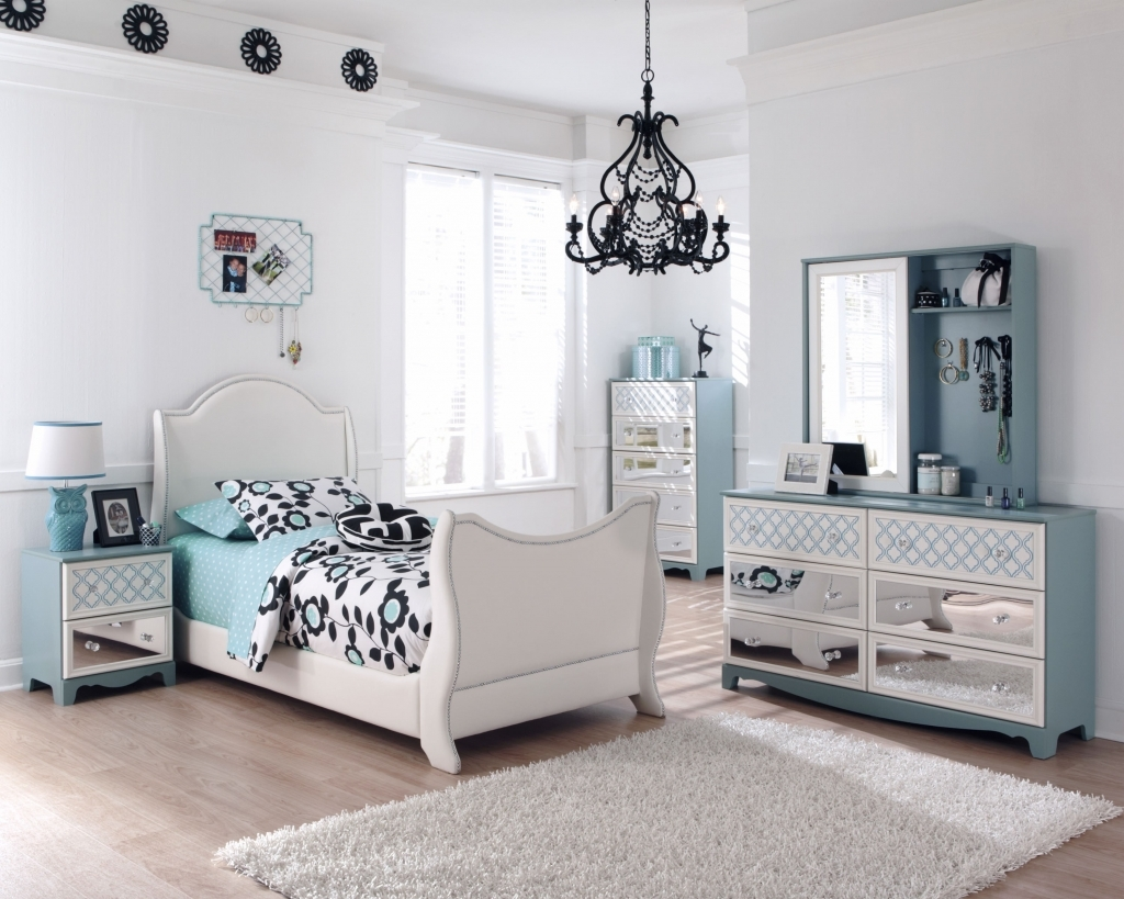 Picture of: Inspiring Dressers for Bedroom