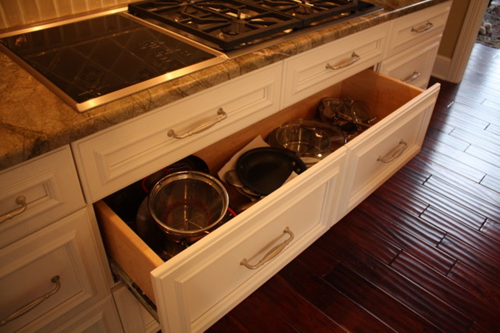 Picture of: Kitchen Cabinets With Drawers