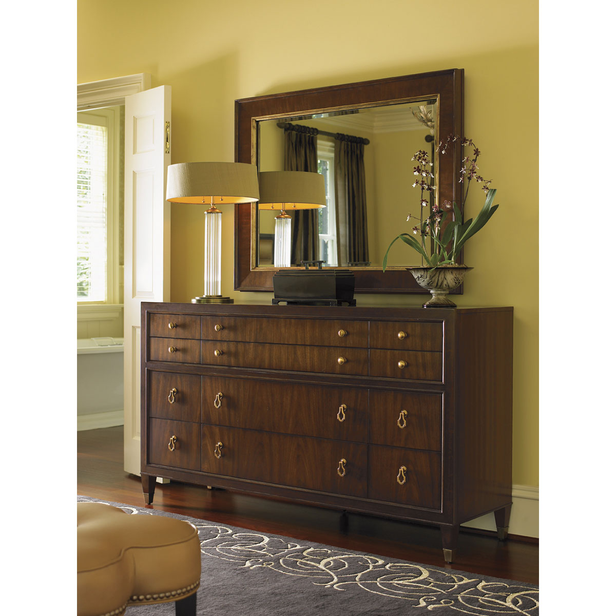 Image of: Lexington Dresser and Lamps