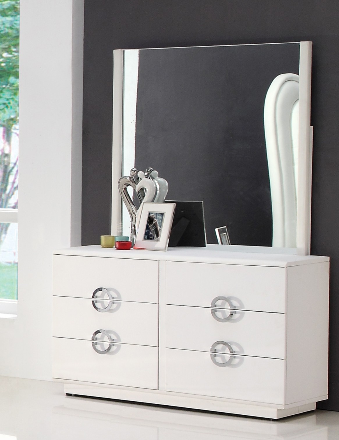 Picture of: Modern Makeup Dresser With Mirror