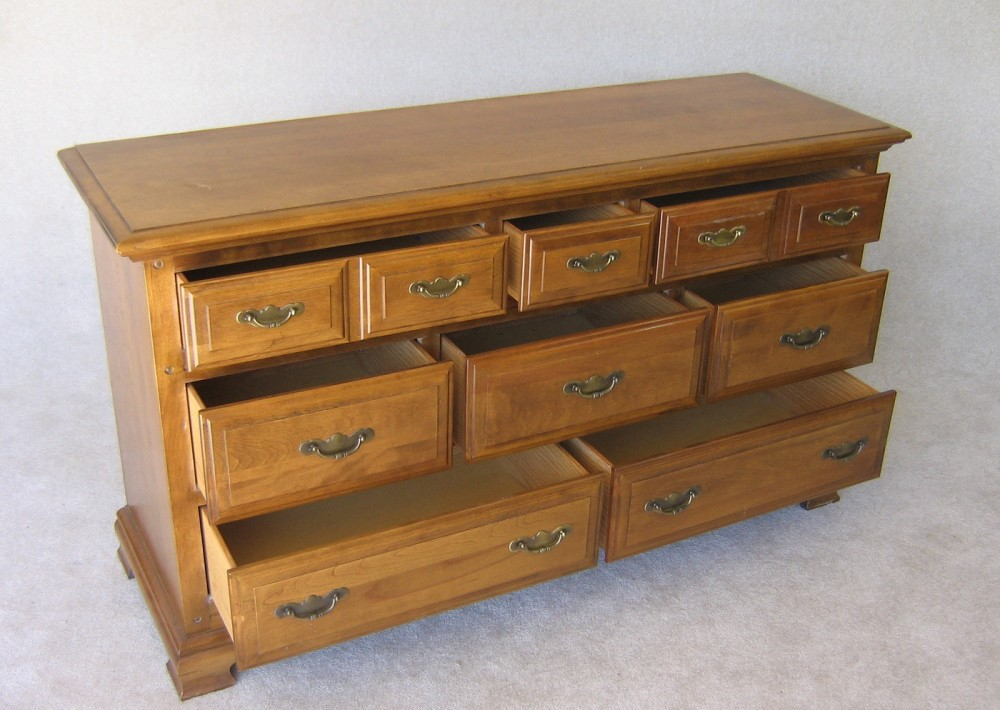 Picture of: Modern Maple Dresser Decor