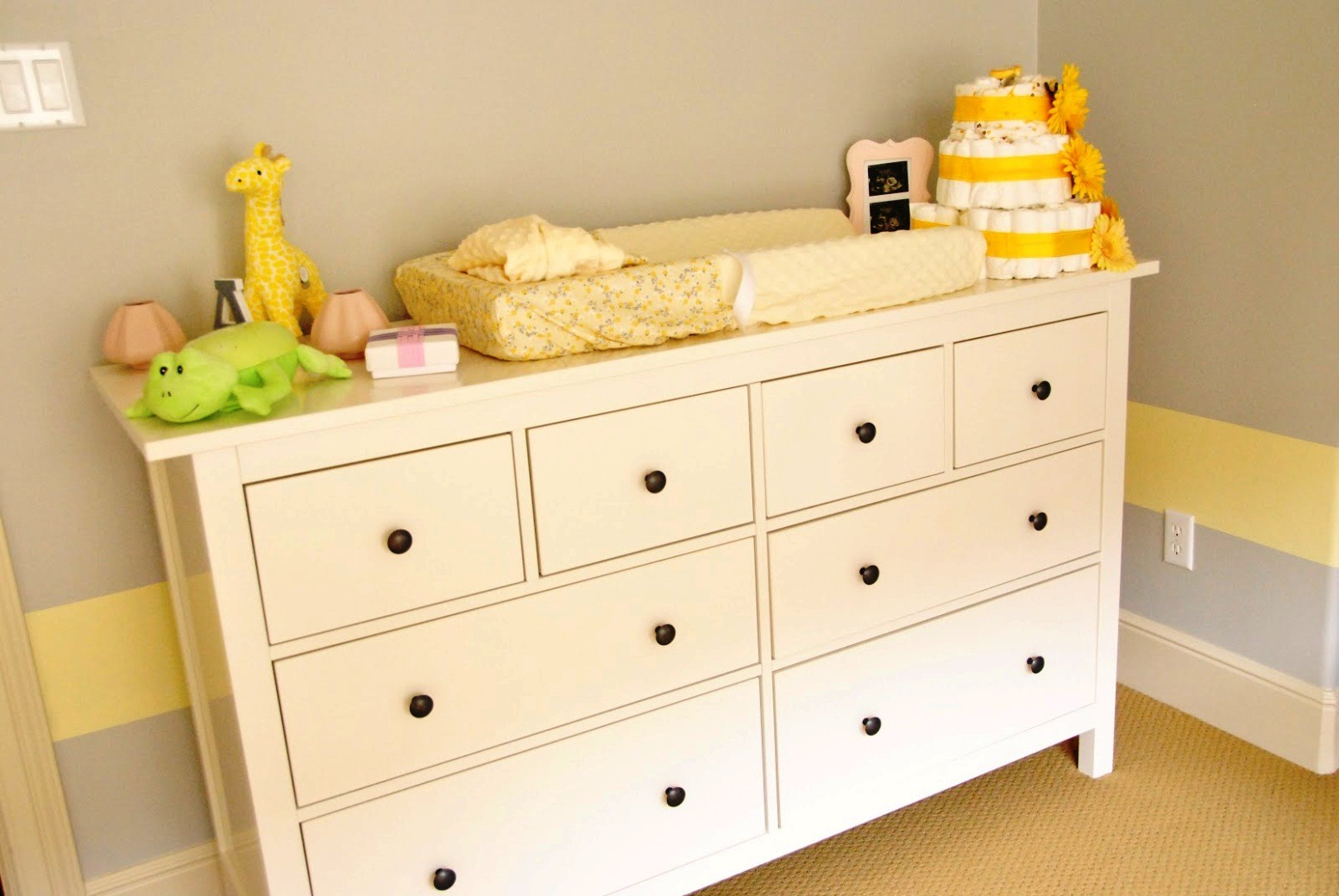 Image of: Nursery Dresser with Changing Table