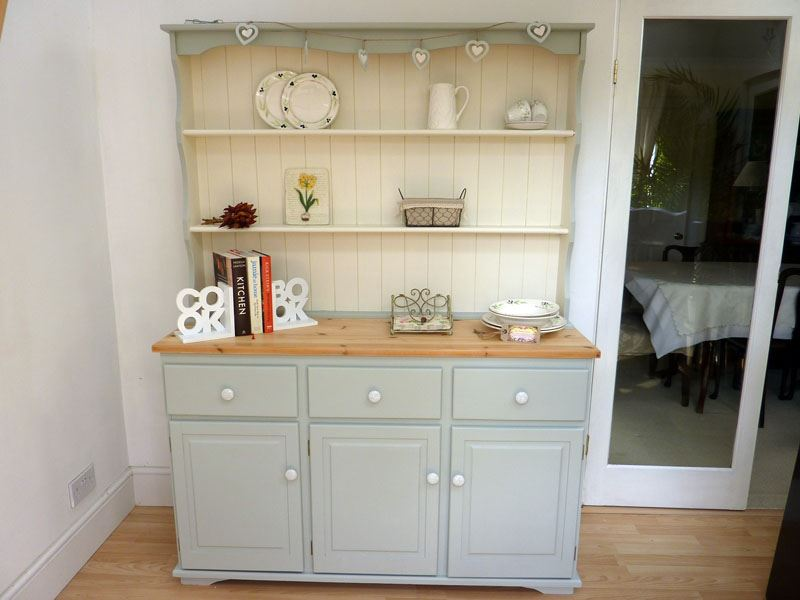 Picture of: Painted Farmhouse Dresser Diy