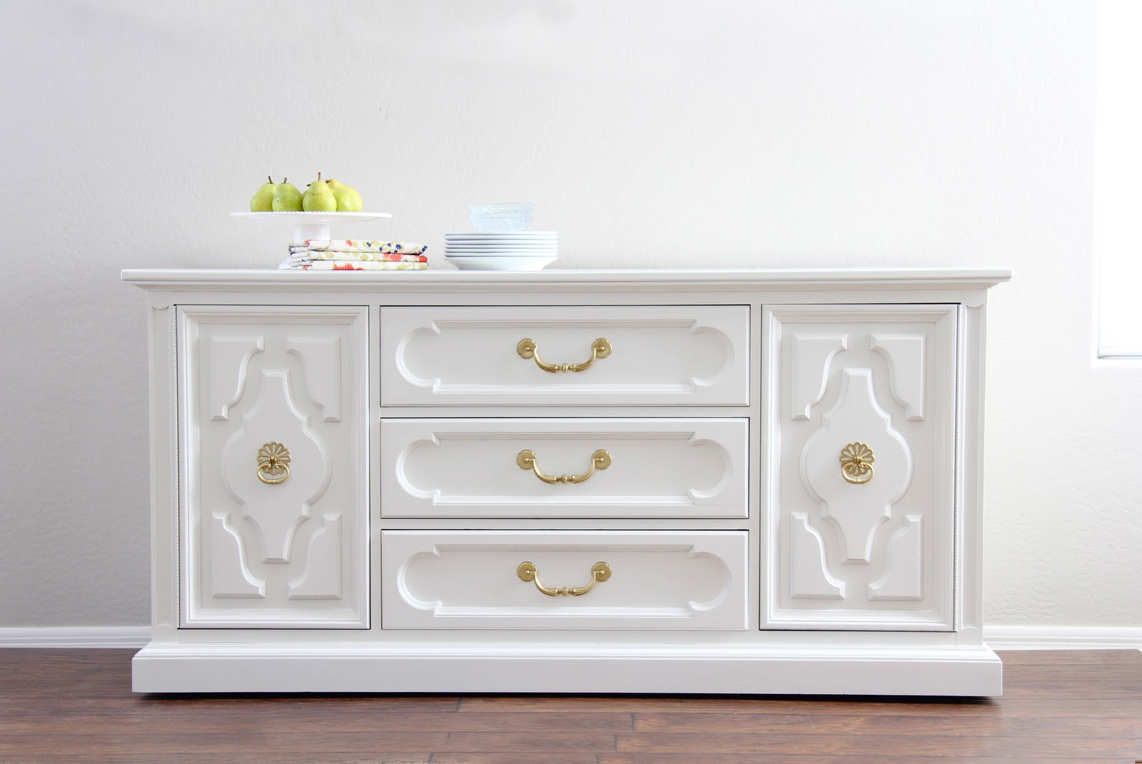 Picture of: Painting Furniture White Distressed Look