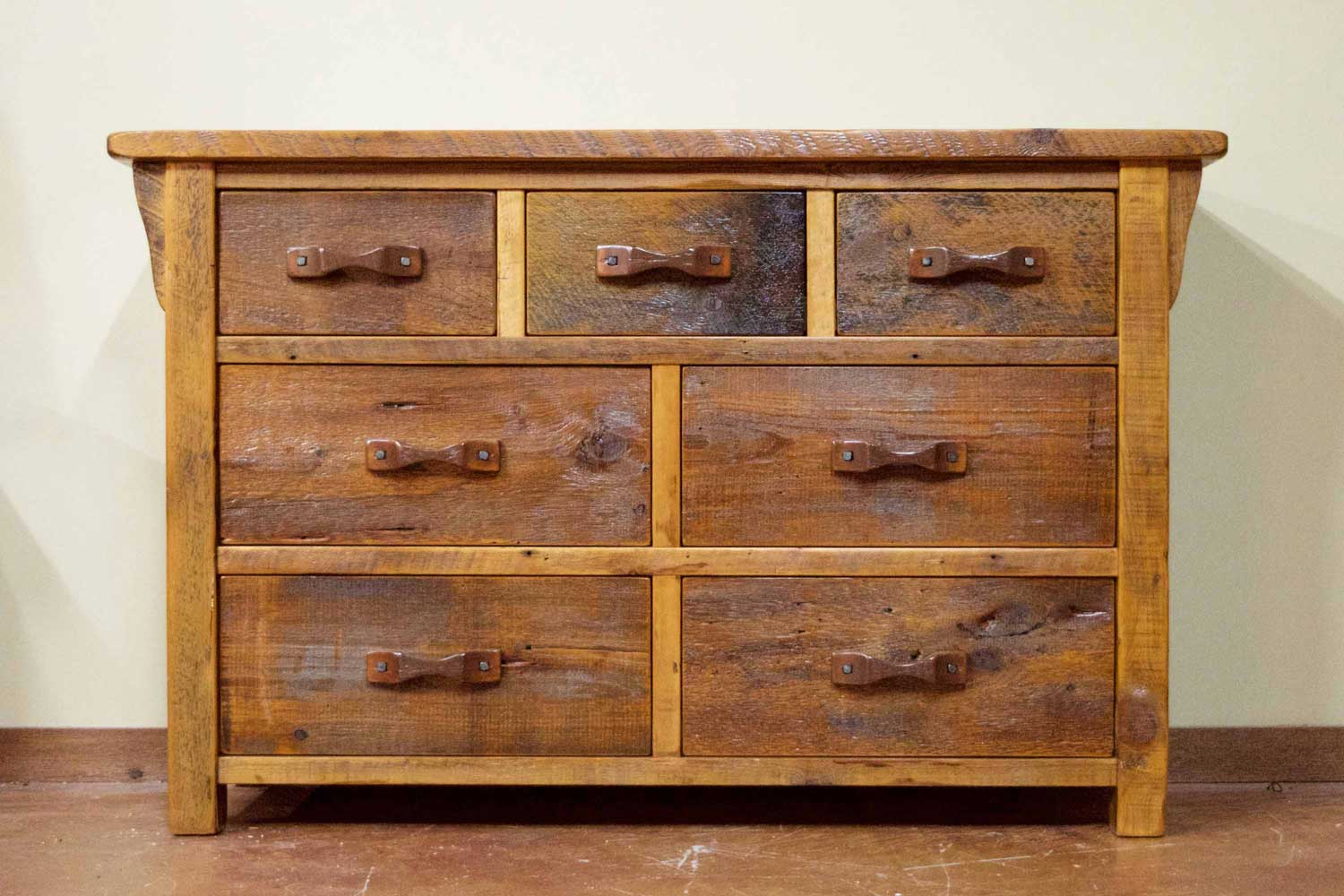 Picture of: Rustic Bedroom Dressers Wood