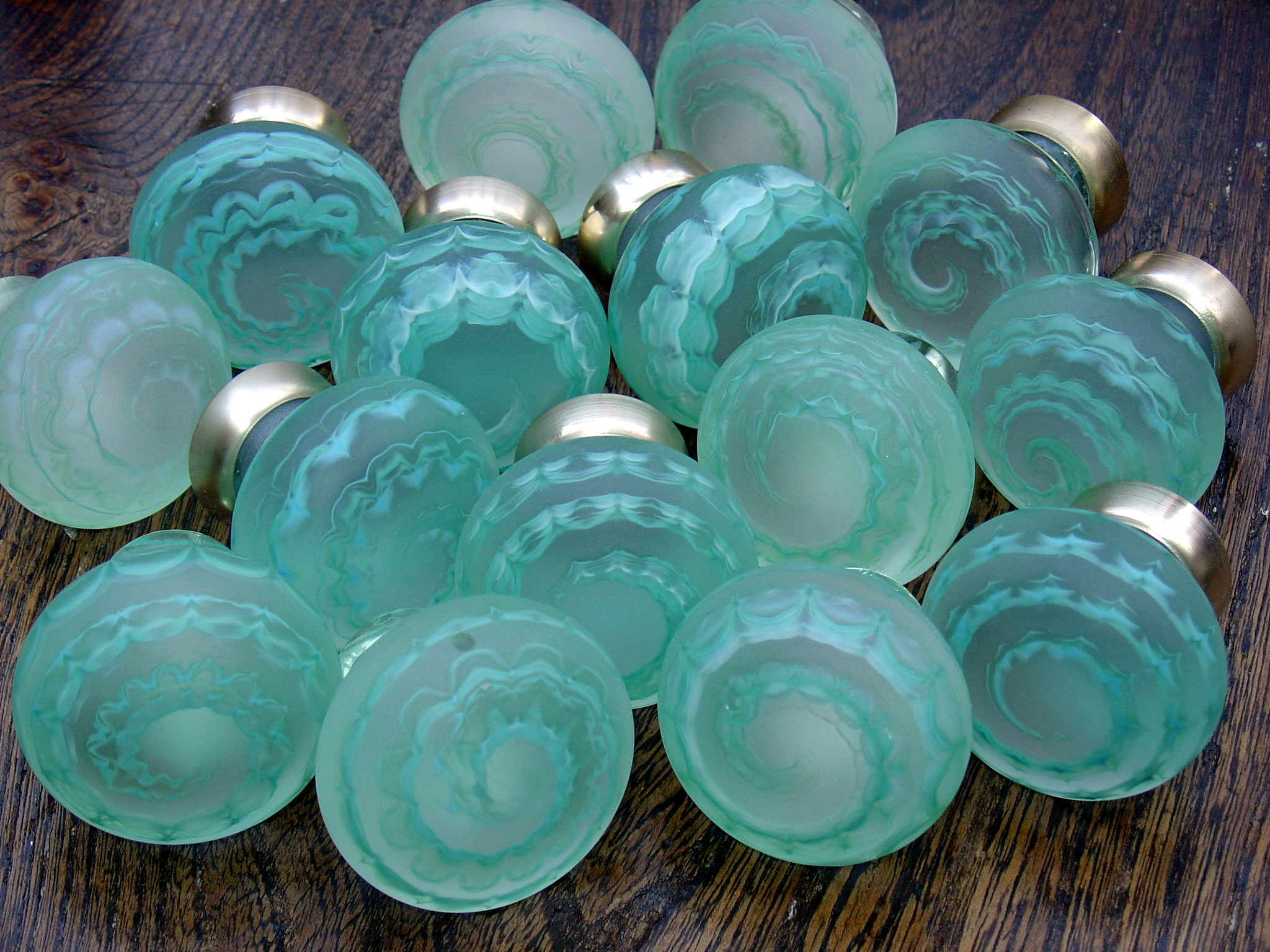 Image of: Sea Round Glass Drawer Pulls