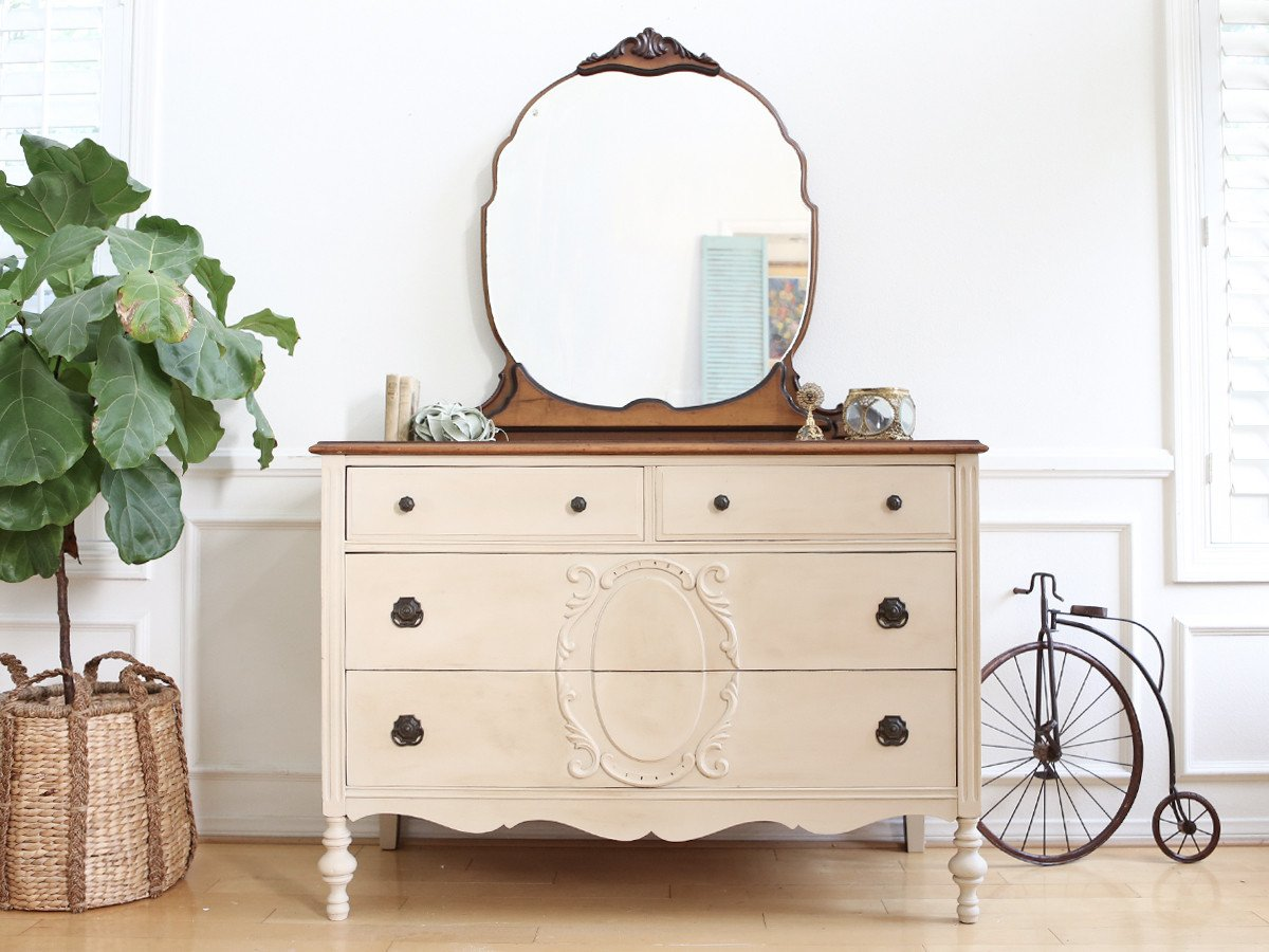 Picture of: Shabby Chic Makeup Vanity With Drawers