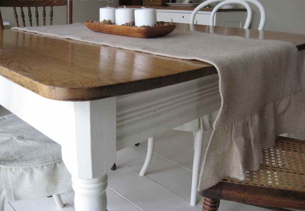 Picture of: Short Table Runner
