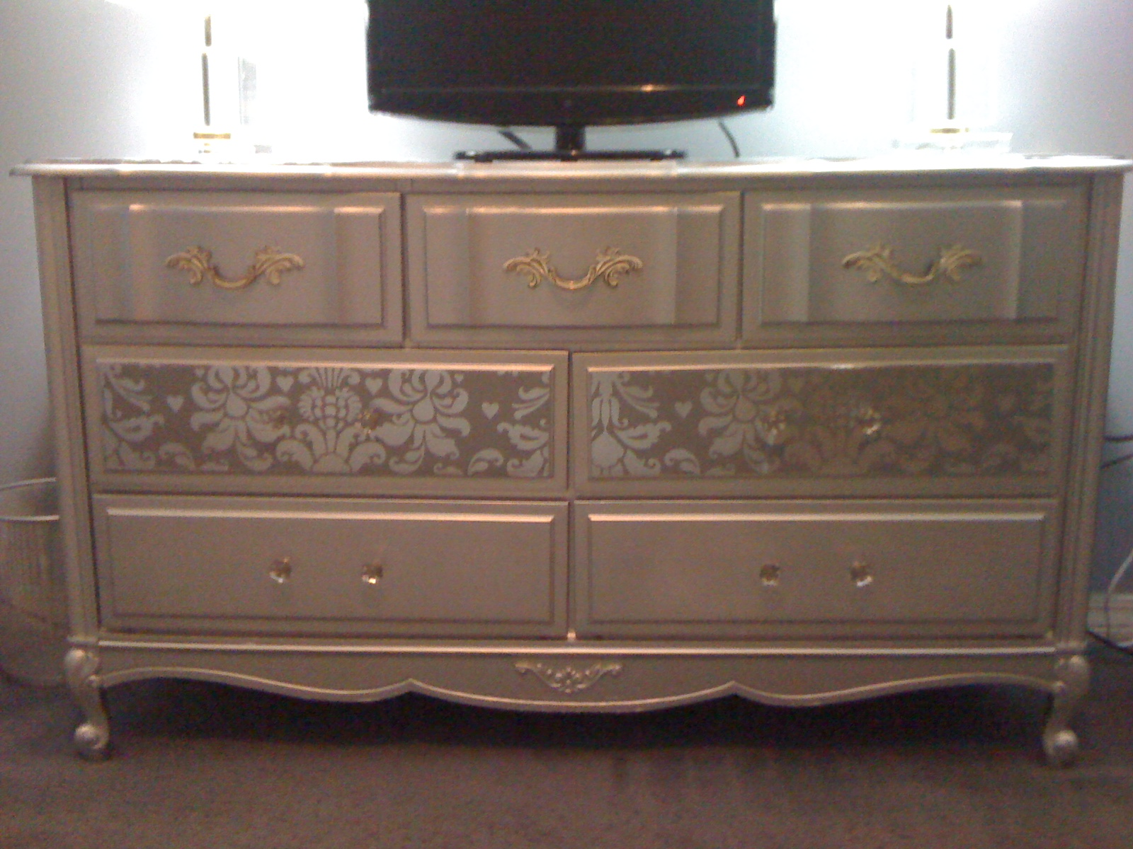 Image of: Silver Refurbished Dressers For Sale