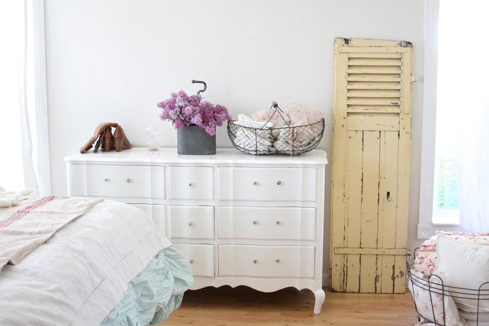 Image of: Simply Shabby Chic Bedroom Furniture