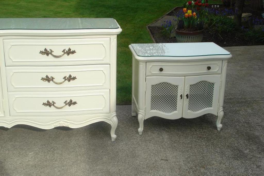 Image of: Simply Shabby Chic Nightstand