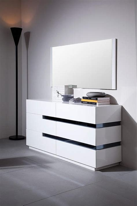 Image of: Small Contemporary Bedroom Dressers