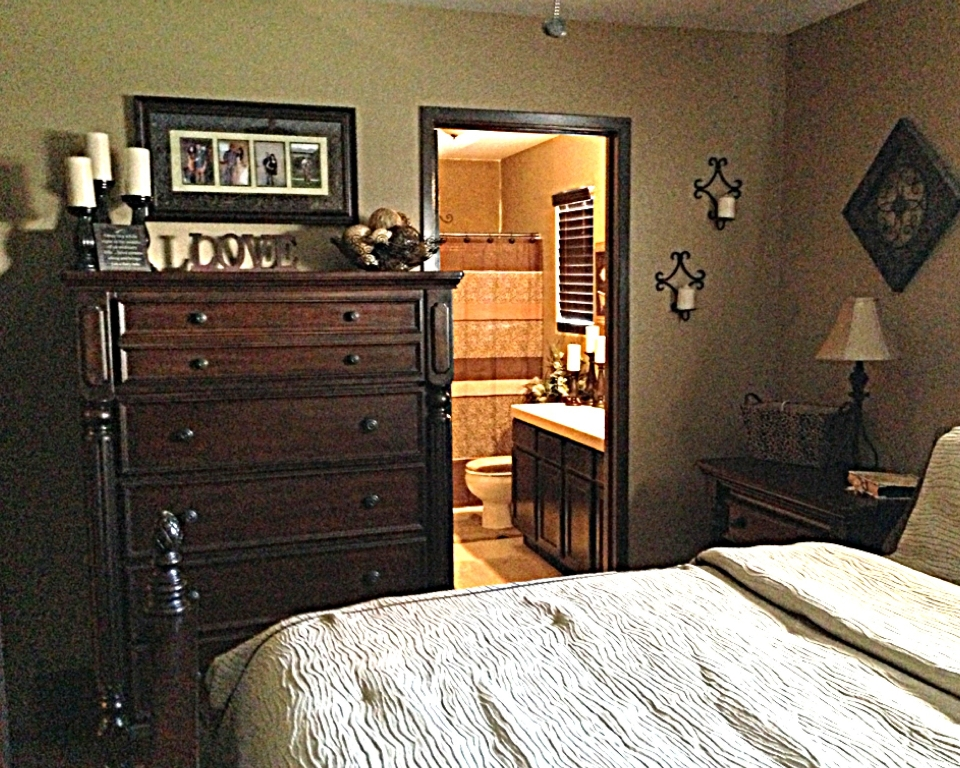 Picture of: Small Vertical Dresser