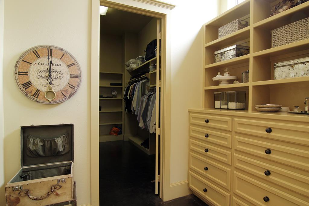 Picture of: Standing Closet Rack Room